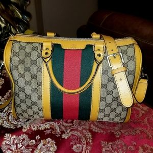 Gucci women Bag. Authentic Vintage with Strap